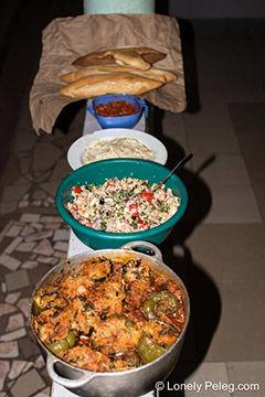 ארוחת שבת עם ממולאים טבעוניים בקמרון
