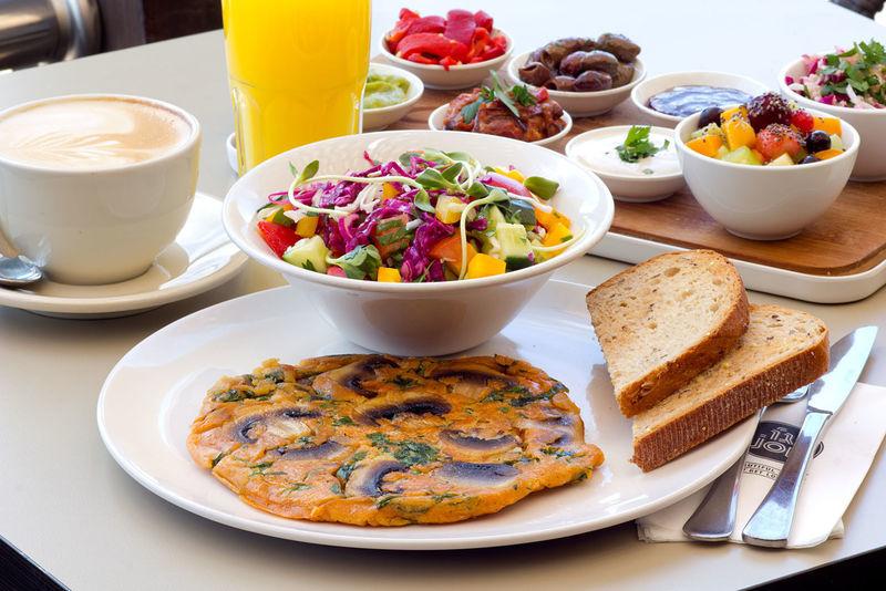 ארוחת בוקר טבעונית בקפה ג'ו