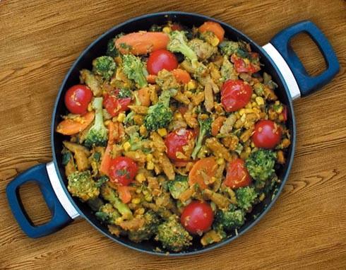 תבשיל ירקות מוקפצים עם פתיתי סויה