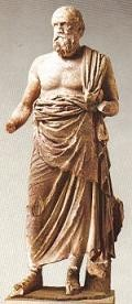 פסל המזוהה באופן משוער עם פלוטרכוס, המוזיאון הארכיאולוגי של דלפי. צילום: Odysses