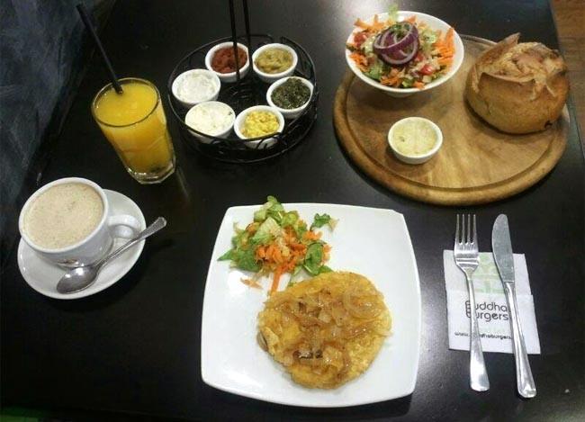ארוחת בוקר מושקעת בבודהה בורגרס חיפה