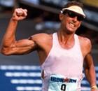 דייב סקוט, המזוהה יותר מכל אתלט אחד עם הטריאתלון, ניצח שש פעמים בתחרויות איש הברזל בהיותו טבעוני